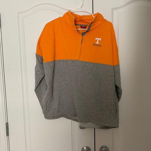 Tops - Tennessee Pullover